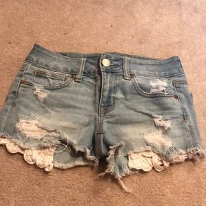 Light Jean shorts with floral pockets